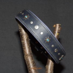 Fettlederhalsband, 50-60cm, mit Nieten verziert