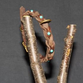 Geflochtenes Fettleder-Halsband mit Steinnieten